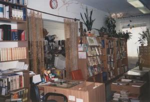 Az 54 m2 -es könyvtár a művelődési ház épületében 2002-ig